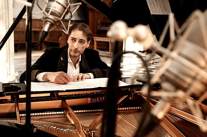 Alistair-McGowan-piano-1